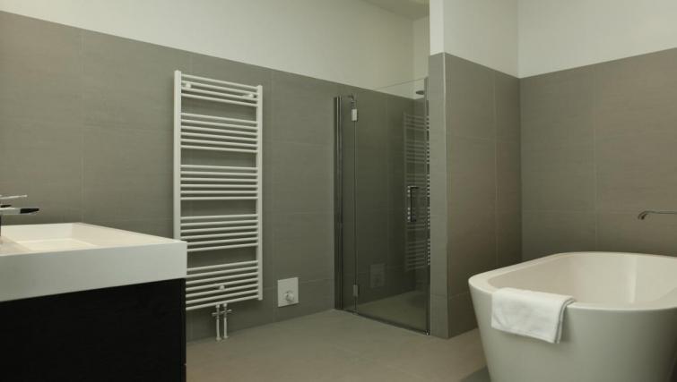 Bathroom Stayci Westeinde Apartments - Citybase Apartments