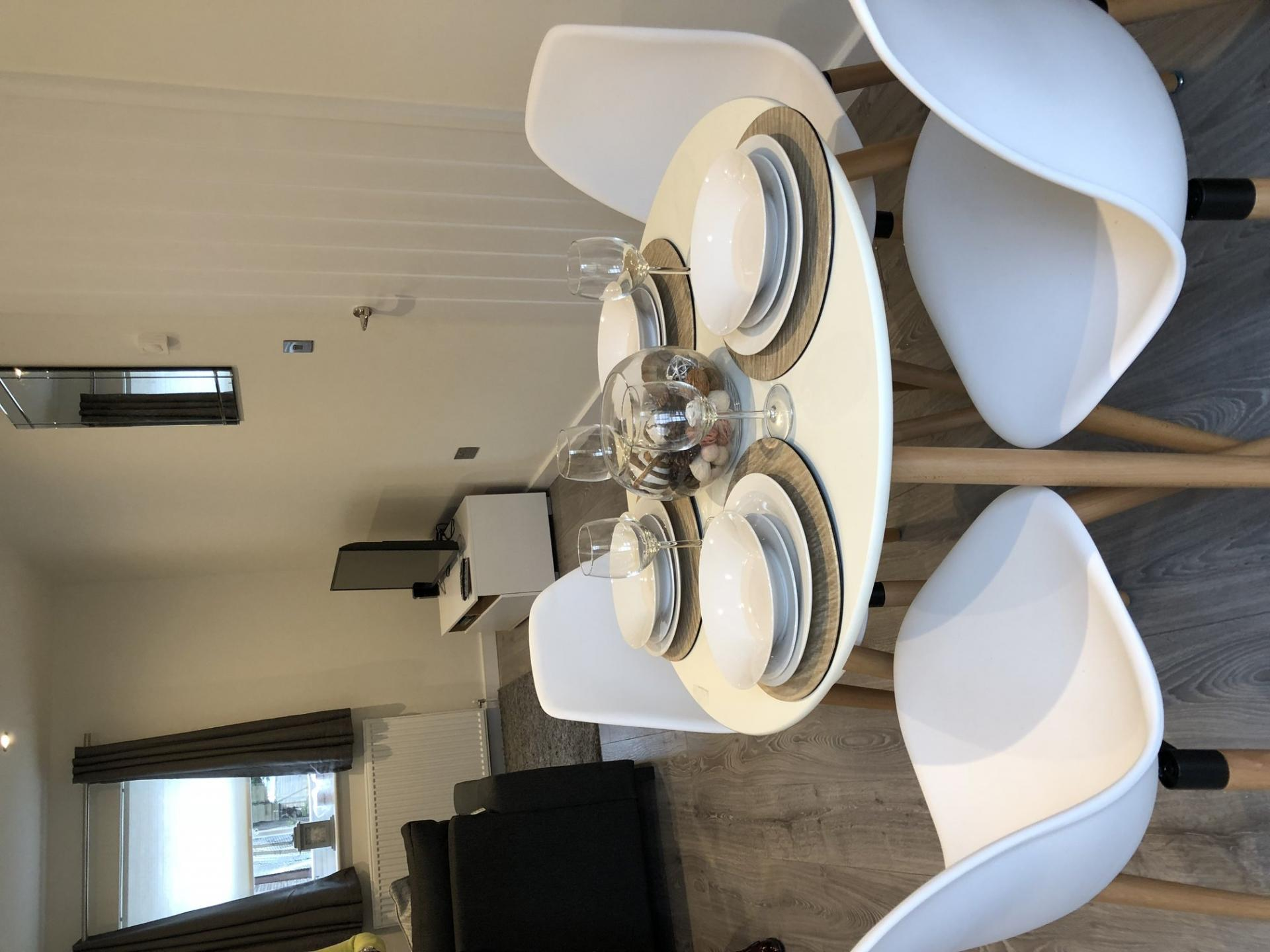 Dining table at Derbyshire House, St Albans - Citybase Apartments