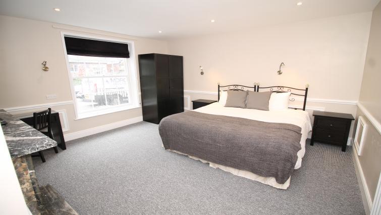 Bedroom at No 18 Apartments - Citybase Apartments