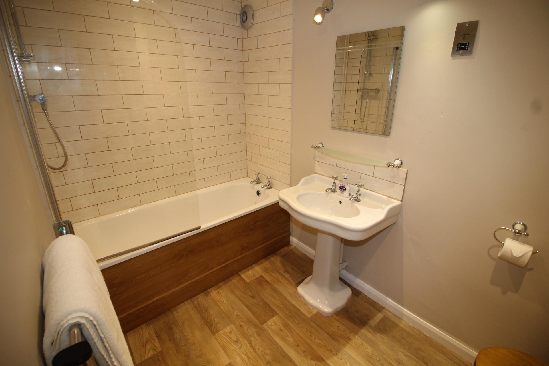 Bath at No 18 Apartments - Citybase Apartments