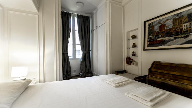 Large bed at Bonaparte Apartment - Citybase Apartments