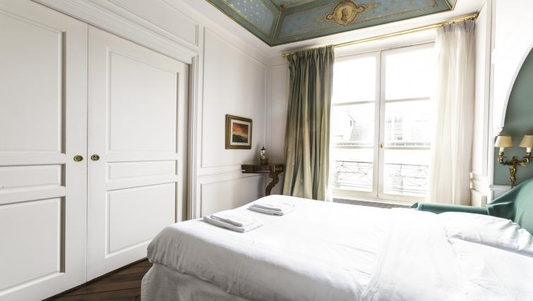 Bedroom at Bonaparte Apartment - Citybase Apartments