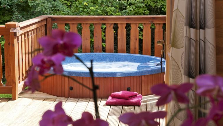 Hot tub at the South Winchester Lodges - Citybase Apartments
