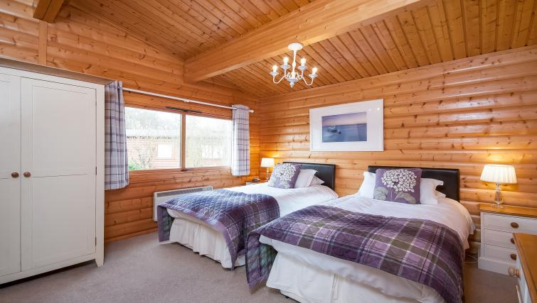 Twin beds at the South Winchester Lodges - Citybase Apartments