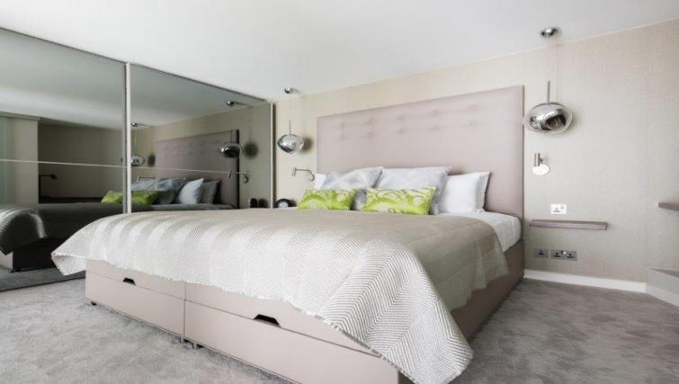 Spacious bedroom at 1 Harrington Gardens - Citybase Apartments