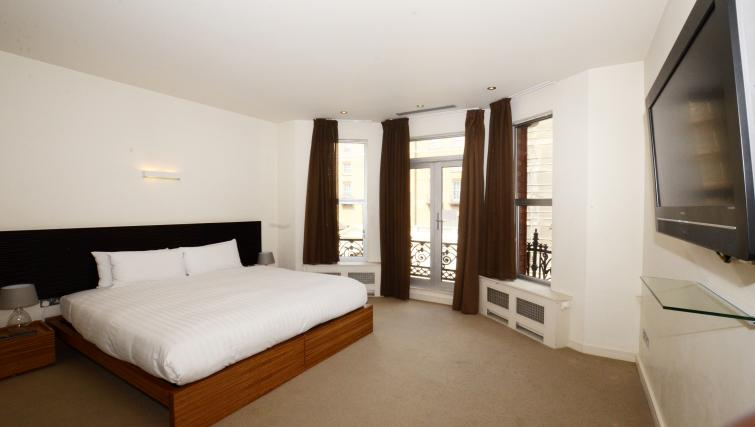 Bed at 1 Harrington Gardens - Citybase Apartments