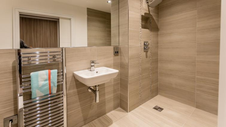 Shower at Cocoa Suites - Citybase Apartments