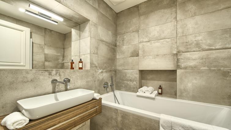 Bathroom at Jilska Palace Apartments - Citybase Apartments
