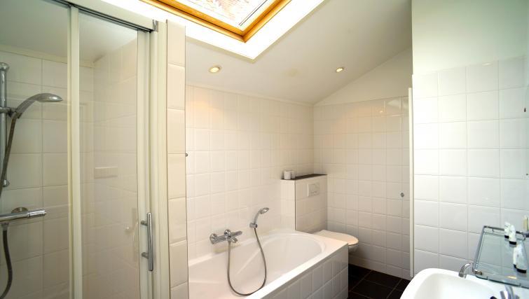 Bath at Stayci Noordeinde Apartments - Citybase Apartments