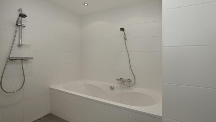 Bath at Stayci Grand Place Apartments - Citybase Apartments