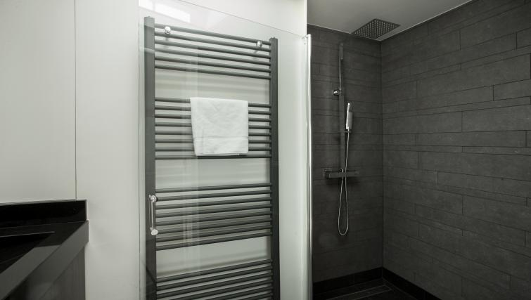Shower at Stayci Denneweg Apartments - Citybase Apartments