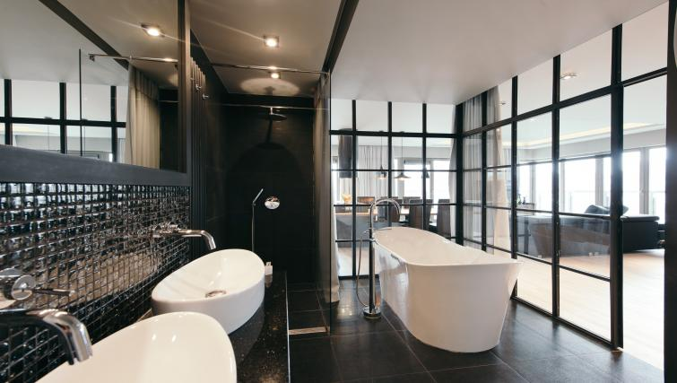 Bath at the Waterlane Residence Apartments - Citybase Apartments