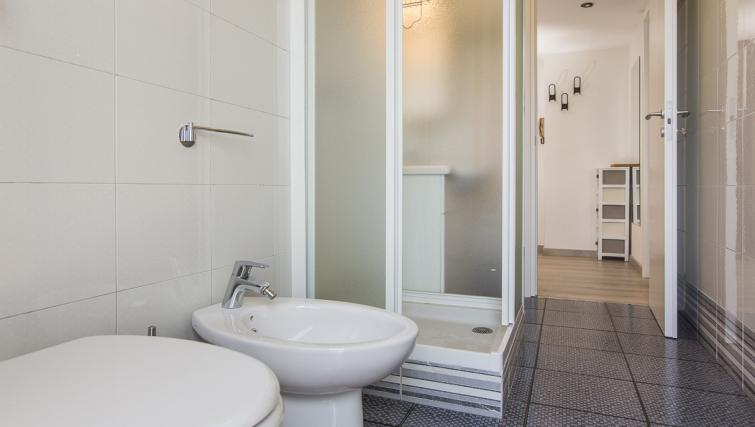 Bathroom at the Bande Nere Apartment - Citybase Apartments