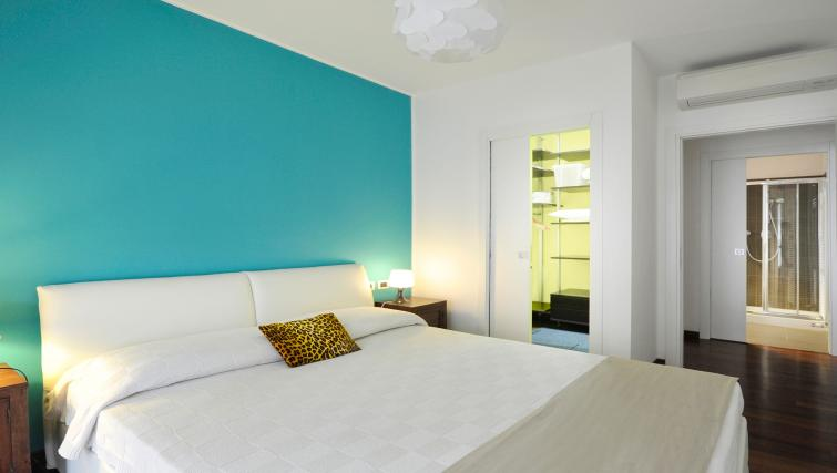 Double bed at Gramsci Apartment - Citybase Apartments