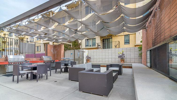 Outdoor area at 5600 Wilshire Apartments - Citybase Apartments