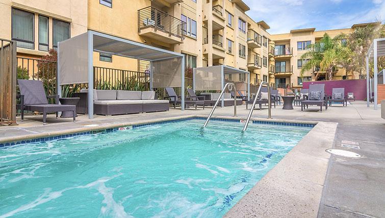 Pool at 5600 Wilshire Apartments - Citybase Apartments
