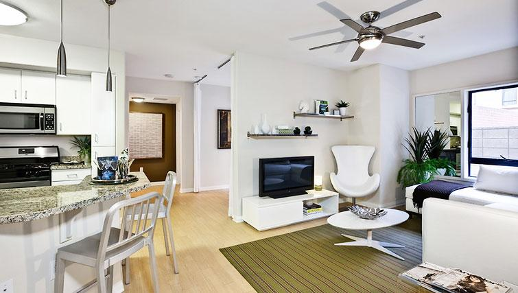Living area at 5600 Wilshire Apartments - Citybase Apartments