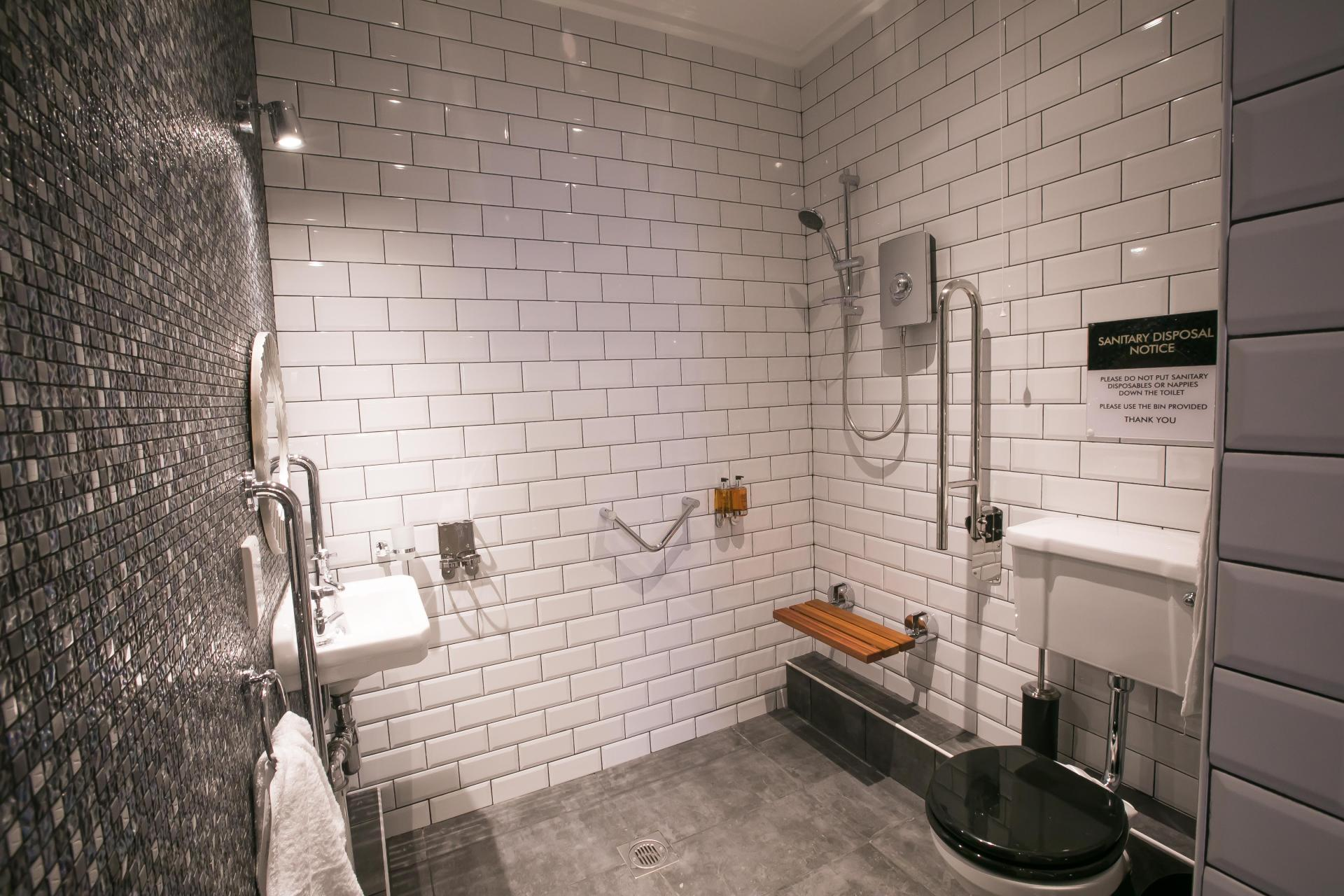 Spacious bathroom at Number 10 The Abbey Apartments - Citybase Apartments
