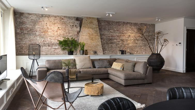 Living room at Oudegracht 152E Apartments - Citybase Apartments