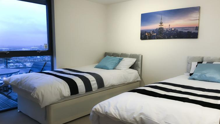 Twin beds at IncityNow Media City Penthouse - Citybase Apartments
