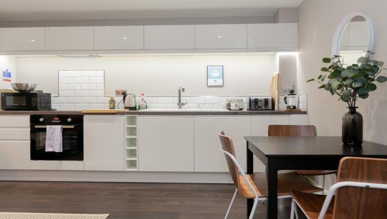 Modern kitchen at The Courtroom Apartments - Citybase Apartments