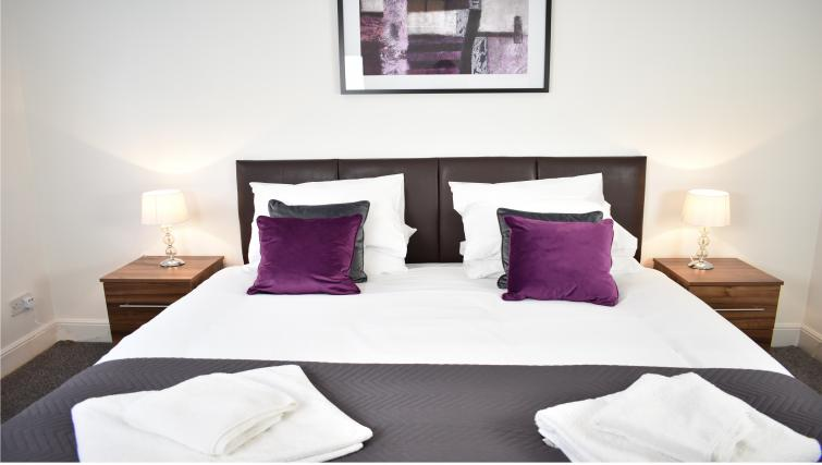 Double bed at Montpellier Villas Apartment - Citybase Apartments