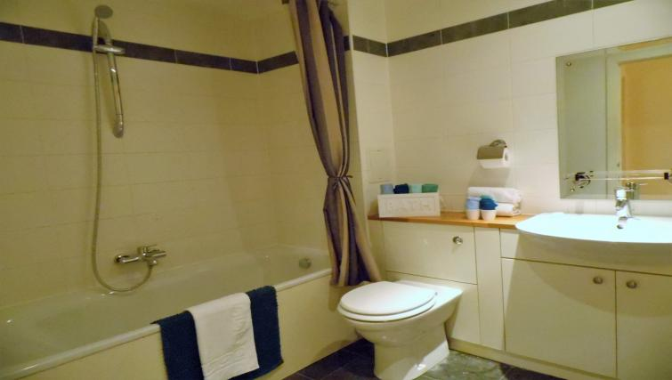 Toilet at the Harbour View Apartment - Citybase Apartments