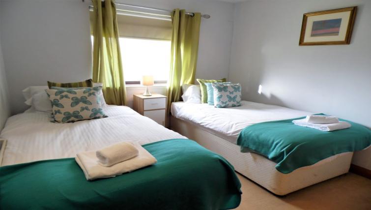 Twin beds at Blair Park Apartment - Citybase Apartments