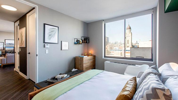 Double bed at East Houston Street 250 - Citybase Apartments