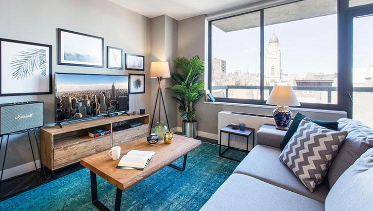 Living room at East Houston Street 250 - Citybase Apartments