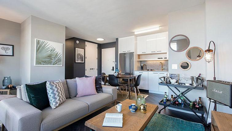 Living area at East Houston Street 250 - Citybase Apartments