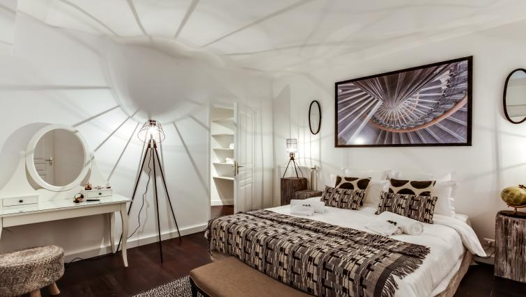 Bedroom at the Friedland Apartment - Citybase Apartments