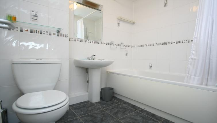 WC at the Chariotts Place - Citybase Apartments