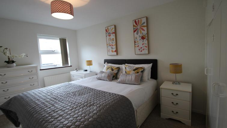 Bedroom at the Chariotts Place - Citybase Apartments