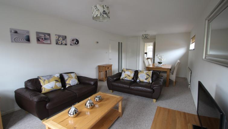 Living room at the Chariotts Place - Citybase Apartments
