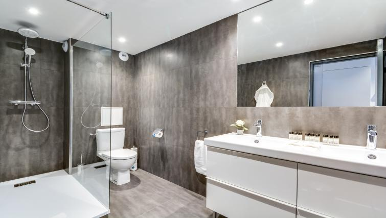 Bathroom at the Rue de Milan Apartments - Citybase Apartments