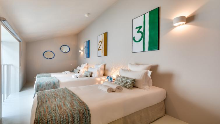 Beds at the Brune Apartments - Citybase Apartments