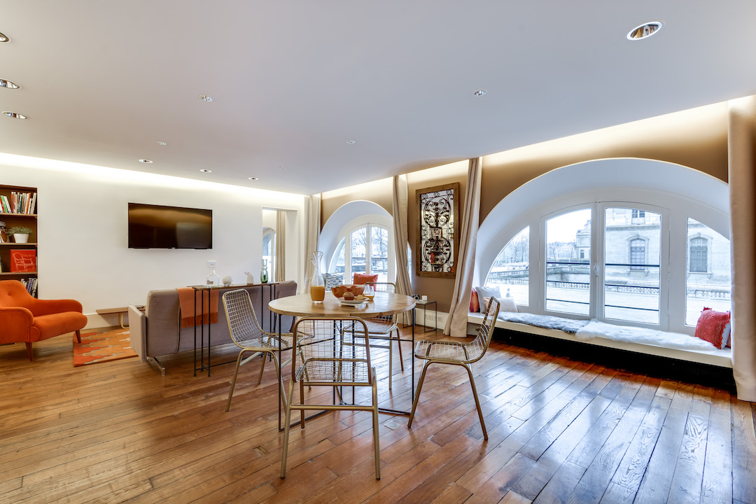 Spacious open-plan room at Saint Germain Apartments - Citybase Apartments