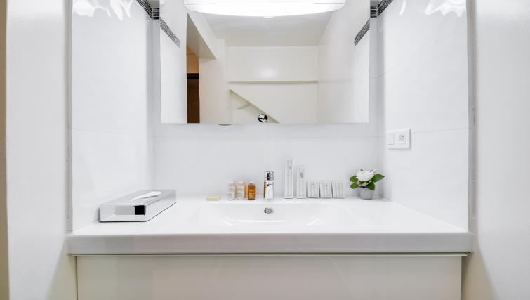 Bathroom at the Monsigny Apartments - Citybase Apartments