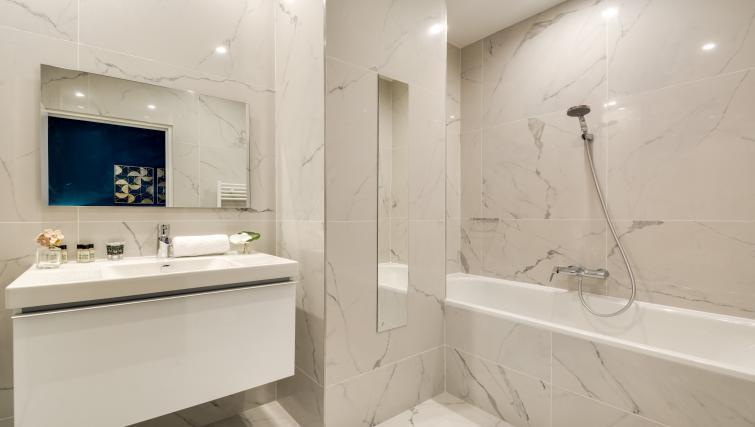 Bathroom at the Ravignan Apartments - Citybase Apartments