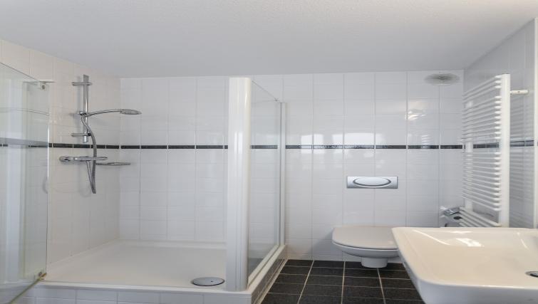 Shower at La Fenêtre Apartments - Citybase Apartments