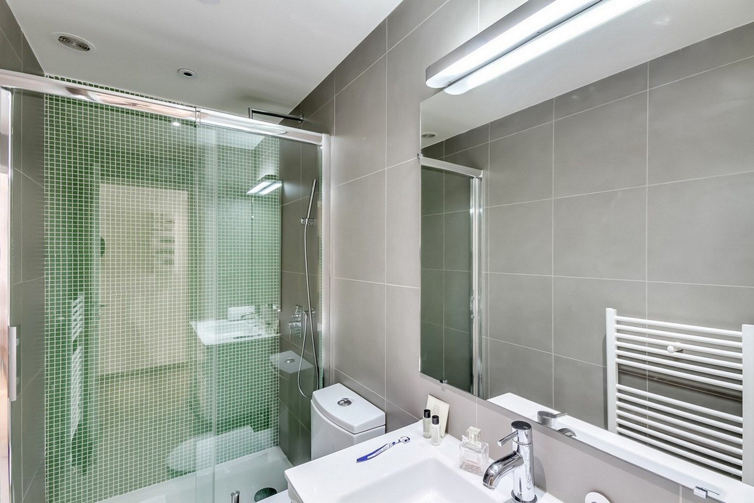 Clean bathroom at Enghien Apartments - Citybase Apartments
