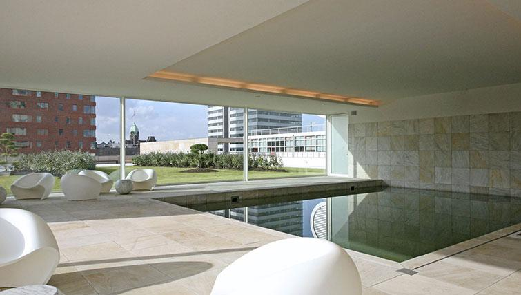 Swimming pool at New Orleans Apartments - Citybase Apartments
