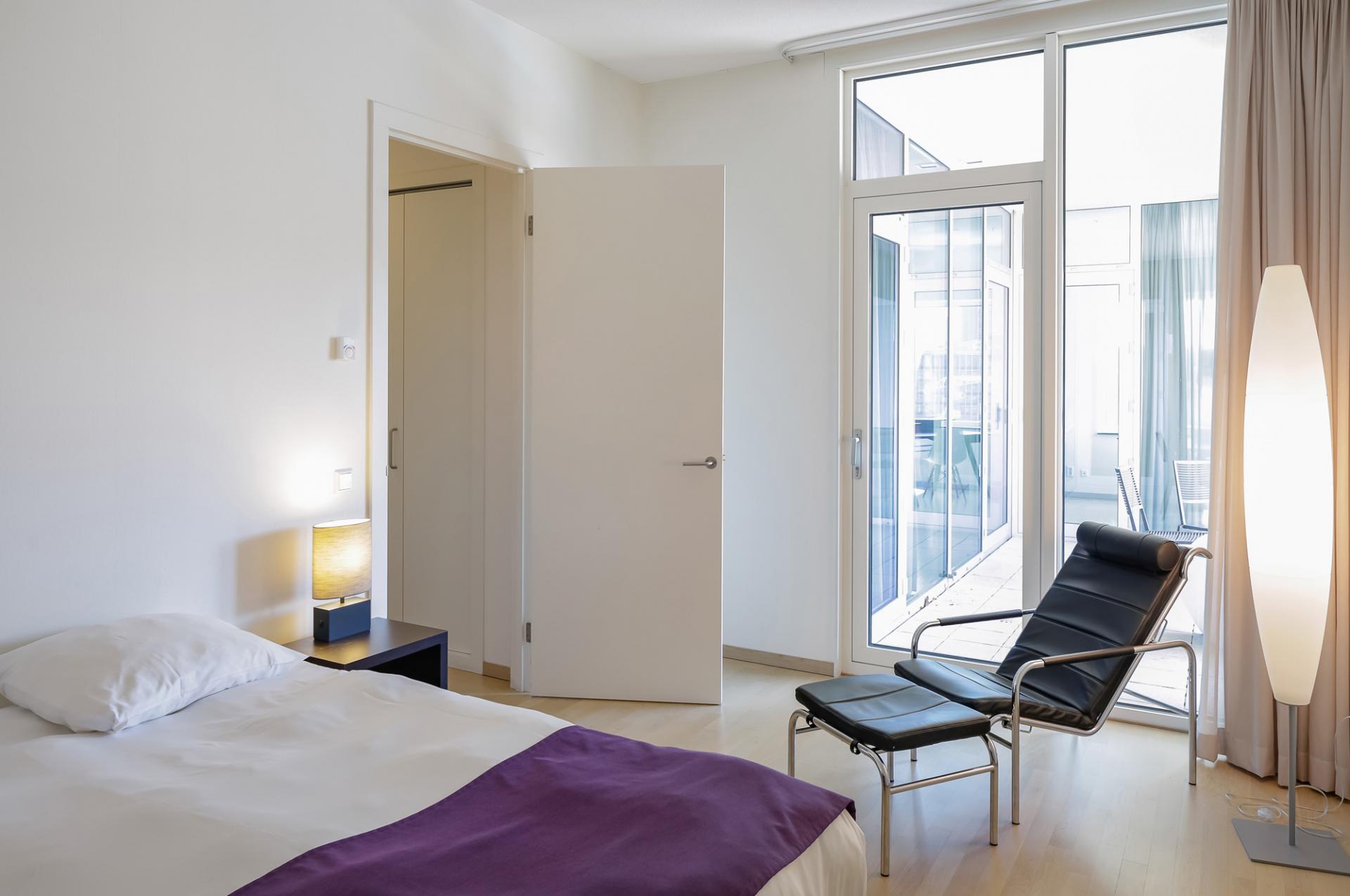 Double bedroom at New Orleans Apartments, Kop Van Zuid, Rotterdam - Citybase Apartments