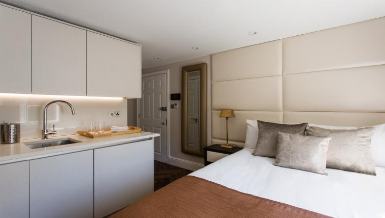 Cosy bed at the Flying Butler Baker Street Apartments - Citybase Apartments