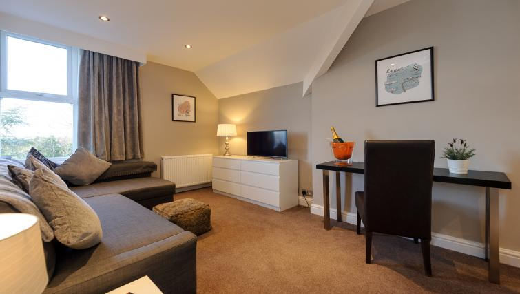 Lounge at Lennox Lea Studios & Apartments - Citybase Apartments