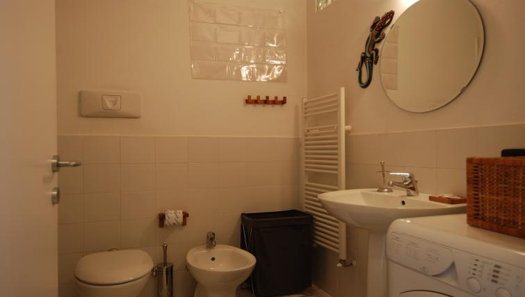 Bathroom at the Zanella B Apartment - Citybase Apartments