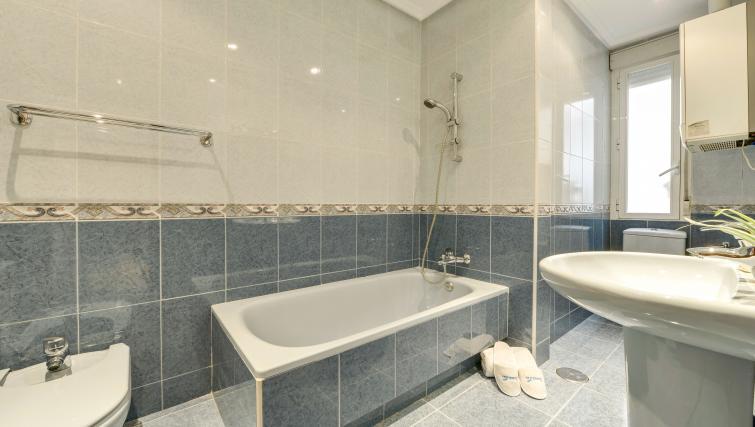 Bath at the Gran Via - San Bernardo Apartment - Citybase Apartments