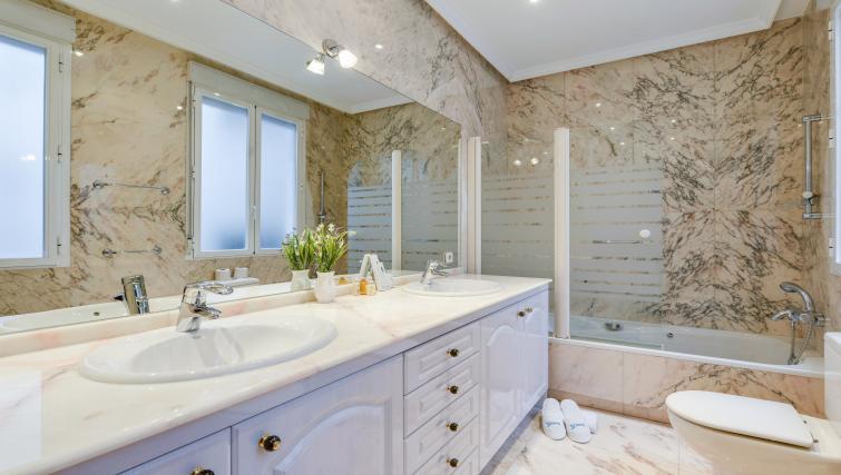Bathroom at the Gran Via - San Bernardo Apartment - Citybase Apartments