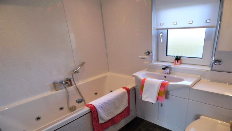 Bathroom at Stanefield House - Citybase Apartments